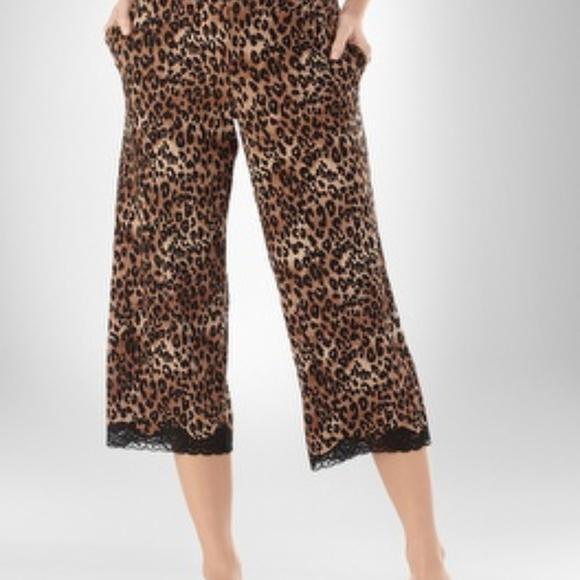53f66ccee7 ... Soma Leopard Pajama Capri PANTS. M 5a8ef1b48290aff6ade938a0